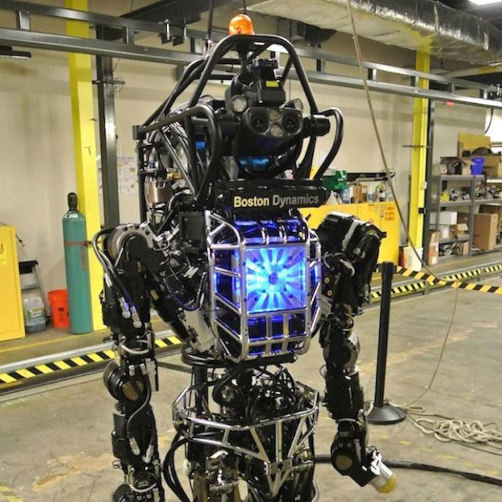 Paşi în dezvoltarea roboţilor umanoizi